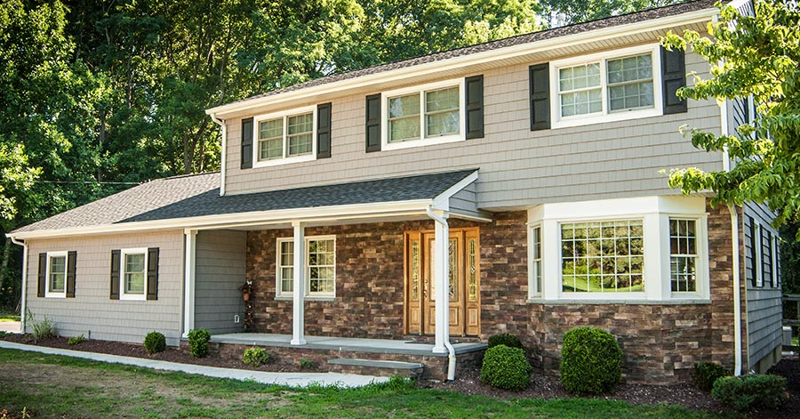Pros And Cons of Vinyl Siding (And 5 Other Siding Types)